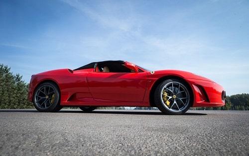 ajoelämys Ferrarilla
