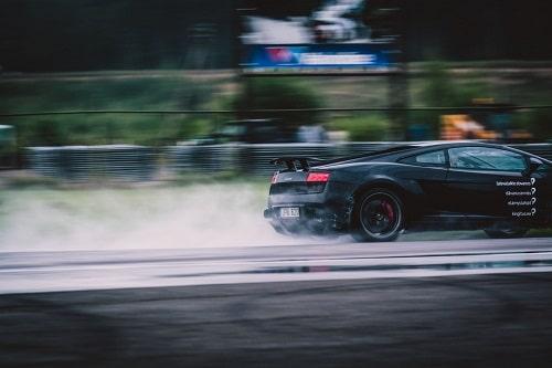 Lamborghini-ajoelämys lahjaksi